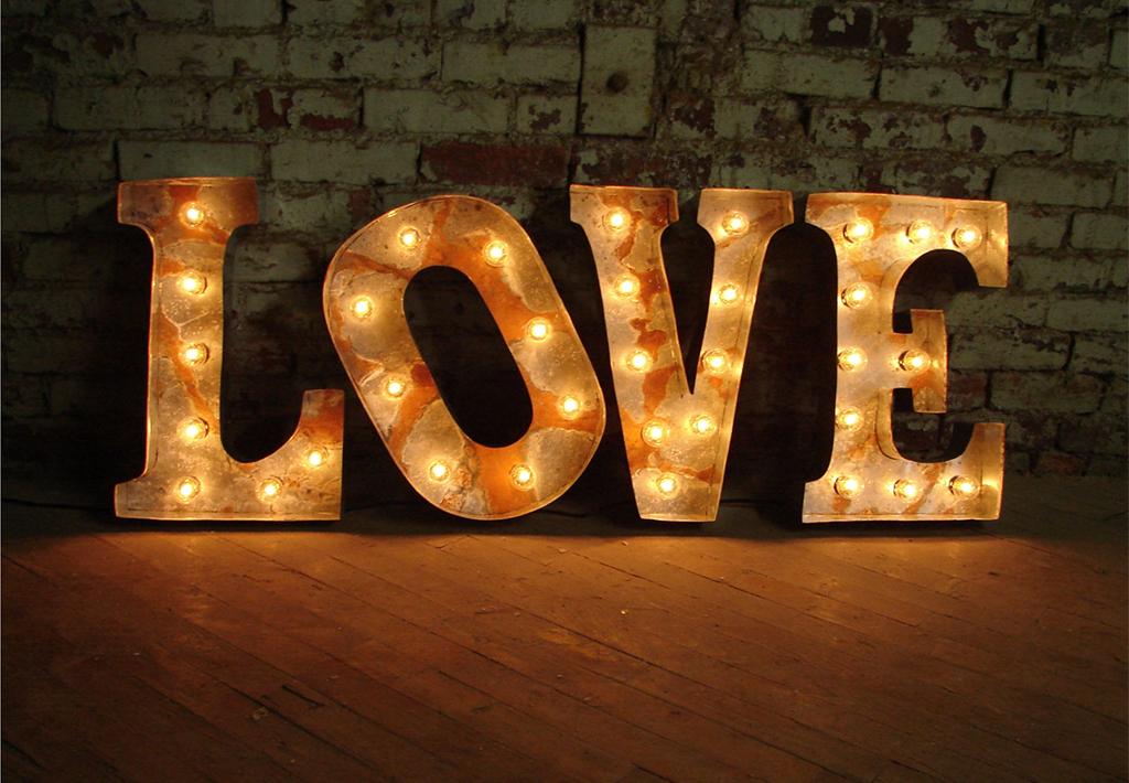 объемные буквы под старину love